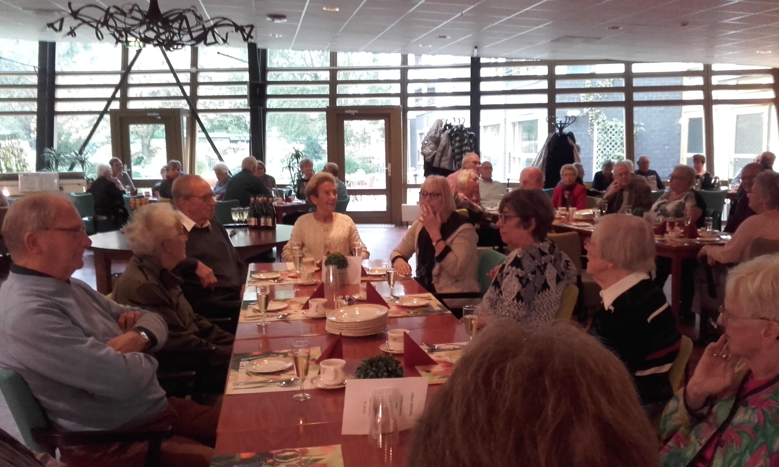 Ommoordse actieve buren lunchen met elkaar for Wijk in rotterdam